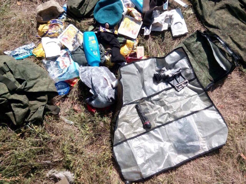 Найденные вблизи Луганска вещи псковских десантников. Фото: Роман Бочкала / Facebook