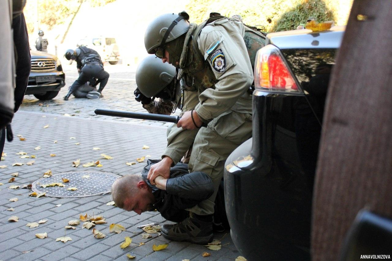 По данным активистов, задержания произошли после столкновений и не возле парламента. Фото: Р Е В А Н Ш / ВКонтакте
