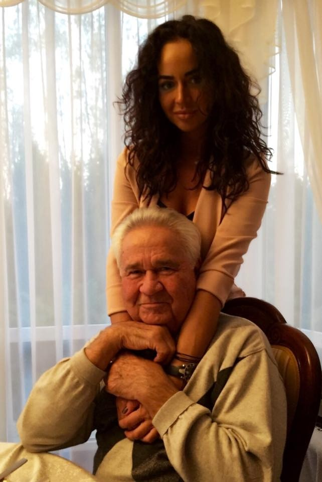 С внучкой Машей. Маша Фокина – популярная украинская певица. Фото из личного архива Витольда Фокина