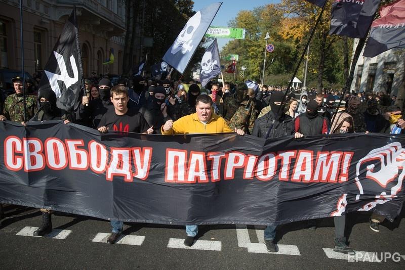 Часть митингующих требовали не только признать ОУН и УПА, но освободить и реабилитировать задержанных еще при Викторе Януковиче активистов. Фото: ЕРА