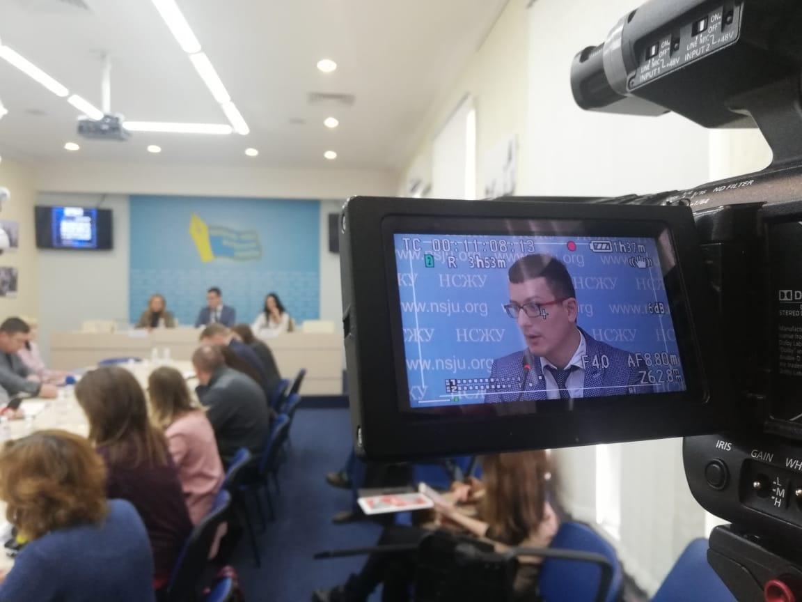 """Томиленко: Мы обратились к коллегам в регионах, попросили их очертить сферы риска, которые они видят в законопроекте """"О медиа"""". Люди просто боятся читать и вчитываться в эти 175 или 200 страниц. Фото: stopcor.org"""