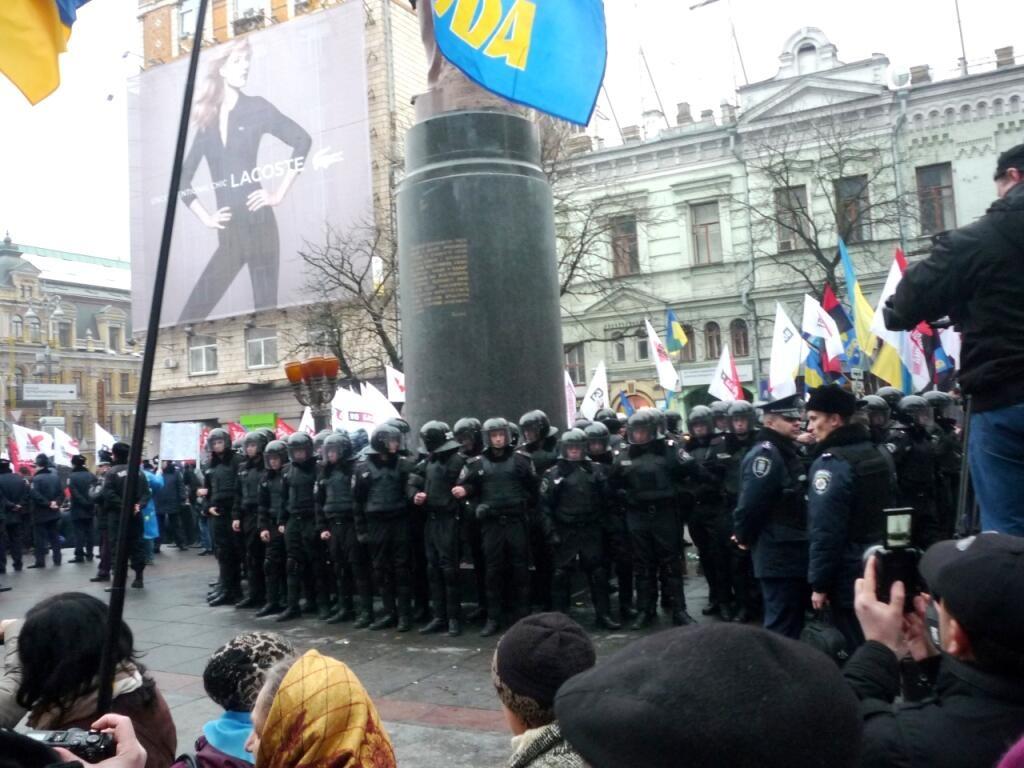 Милиция усилила охрану приемной Добкина в Харькове: здание оцепили автоматчики - Цензор.НЕТ 296