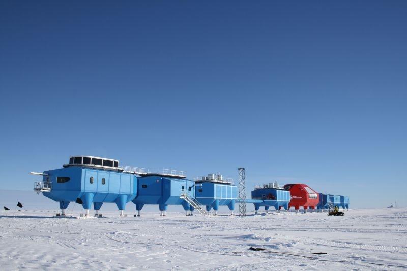 Полярную станцию переместят в неопасное место из-за колоссальной возрастающей трещины