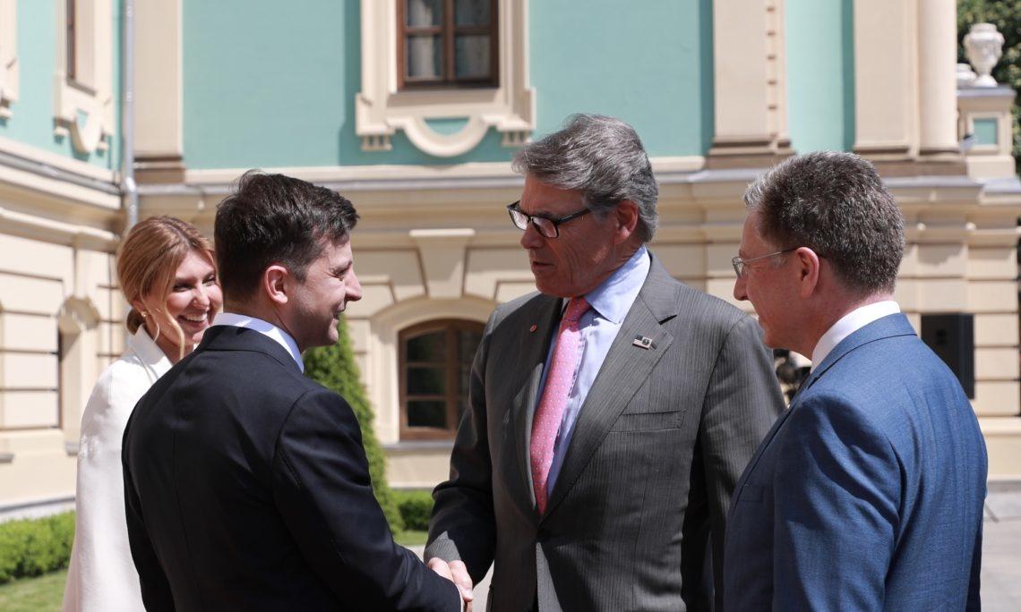 Перрі (другий праворуч) очолював делегацію США на інавгурації Зеленського. Фото: ua.usembassy.gov