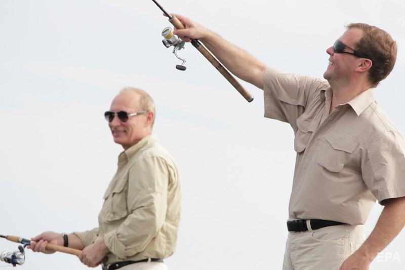 Путин и Медведев на рыбалке, август 2011 года. Фото: ЕРА