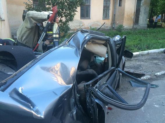 Спасателям пришлось использовать специальное оборудование Фото: lv.npu.gov.ua