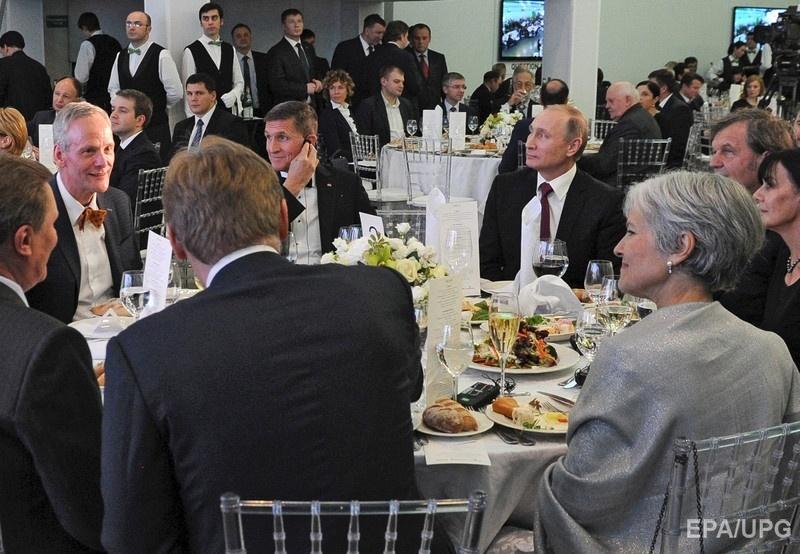 Путин и Флинн на праздновании 10-летия телеканала RT 10 декабря 2015 года. Фото: EPA