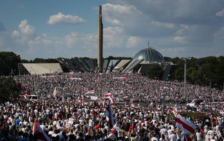 Митинг в Минске 16 августа. Фото: EPA