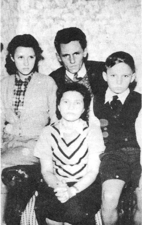 Гиммельрайх с женой и детьми в Австралии. Фото: Летопись УПА, Основная серия. Том. 15