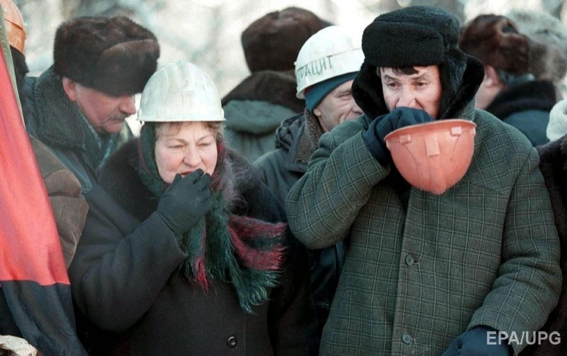 : In spite of -20C frost, several hundreds of Ukrainian miners from all miners' regions stand outside the parliament in Kiev 02 December 1998 as the debate on the 1999 state budget is underway. The miners demand an increase in payments to the coal industry of 5,5 billions hryvnias (USA$ 1.57 billions), while the government only plans to grant 1.6 billions hryvnias (USA$ 457 millions).
