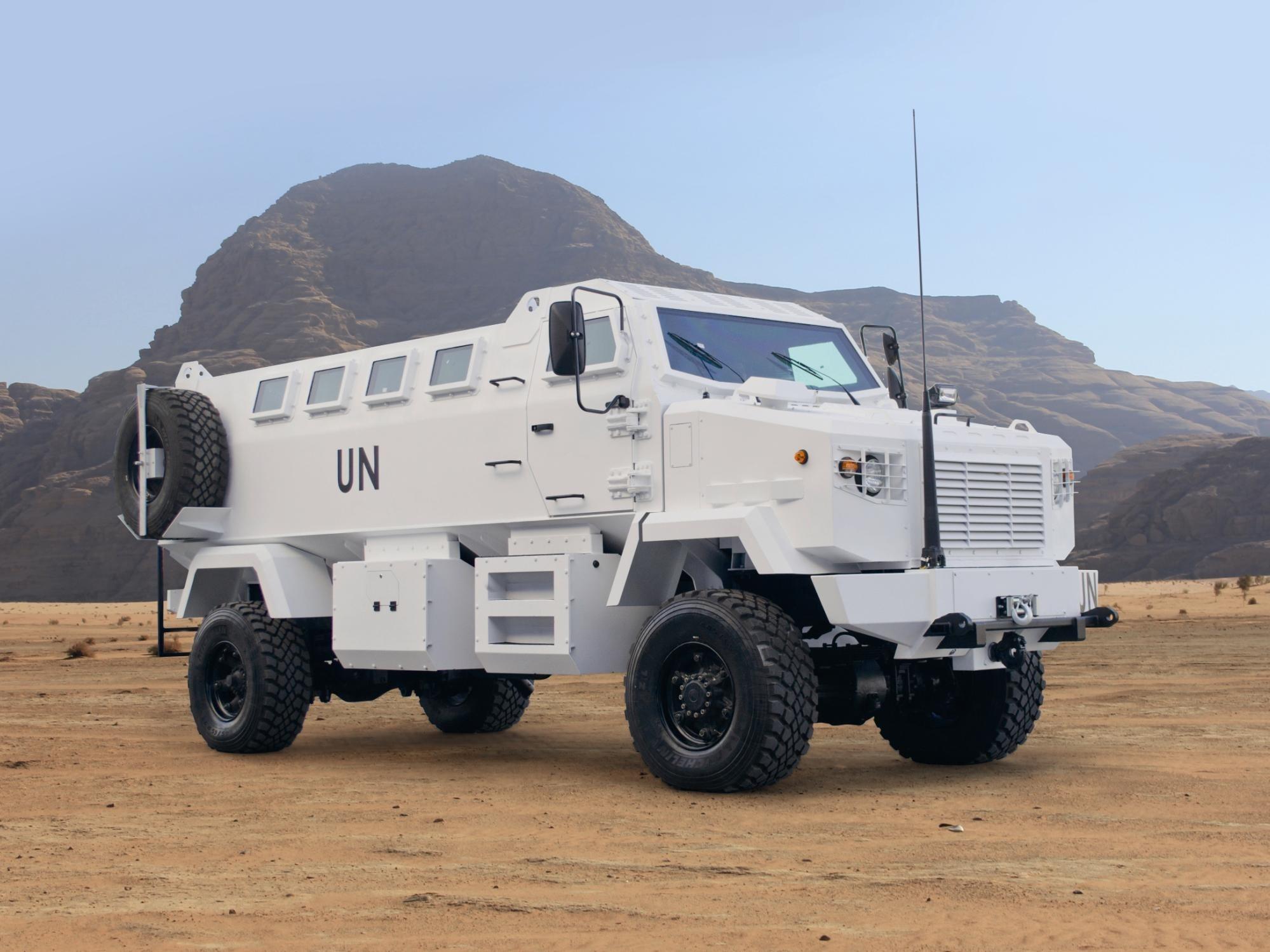 """""""Армии нужны более серьезные машины, чем БТР, - уверен Феникс, - такие, как """"КрАЗ"""" """"Шрек"""", он выдерживает разрыв фугасной мины под колесами"""". Фото: militaryreview.su"""