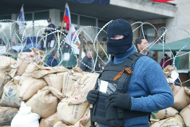 Сепаратисты в Украине использовали черно-оранжевую ленту для самоидентификации. Фото: day.kiev.ua