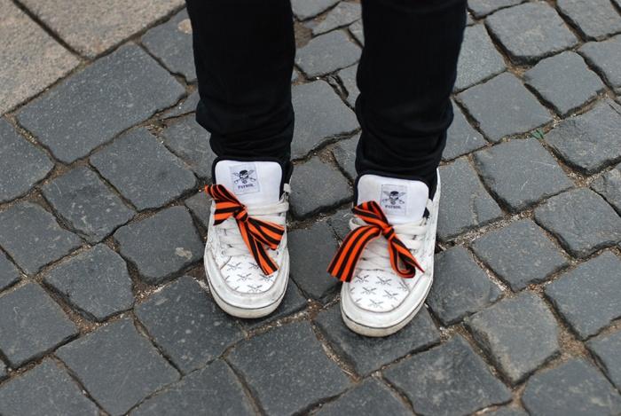 Из боевого знака отличия георгиевская лента превратилась в элемент молодежного стиля. Фото: honda-jazz.ru