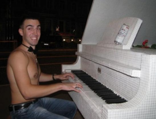 В сеть попали частные фотографии Антона Пашинского из социальных сетей. Фото: gazeta.ua