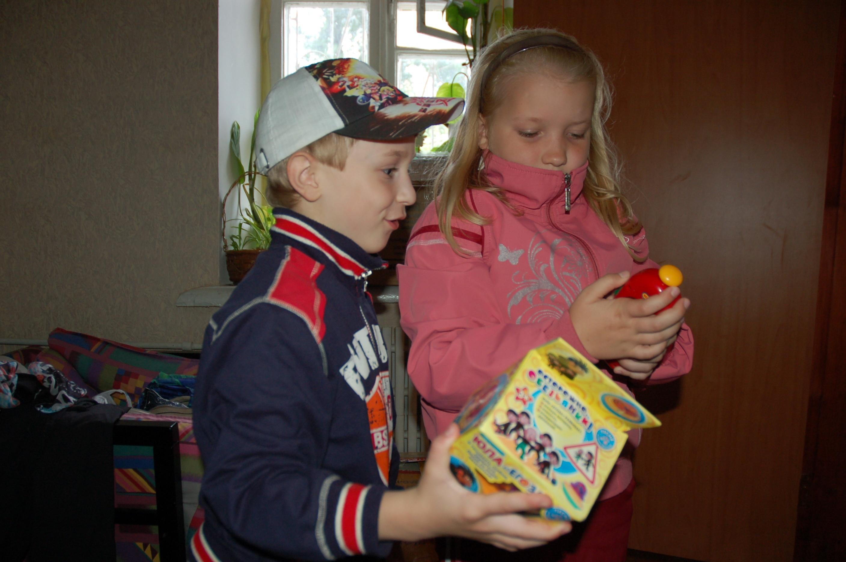 Дети из Славянска Ярик и Даша