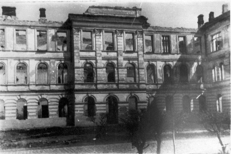 Разрушенное здание педагогического университета в Каменец-Подольском. Фото: reibert.info