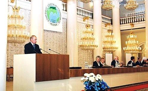 Выступление президента РФ Владимира Путина на Всемирном конгрессе соотечественников. 11 октября 2001 года. Фото: en.kremlin.ru