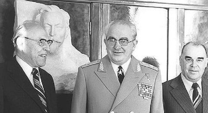На снимке слева направо: Чебриков, Андропов и Фото: shieldandsword.mozohin.ru