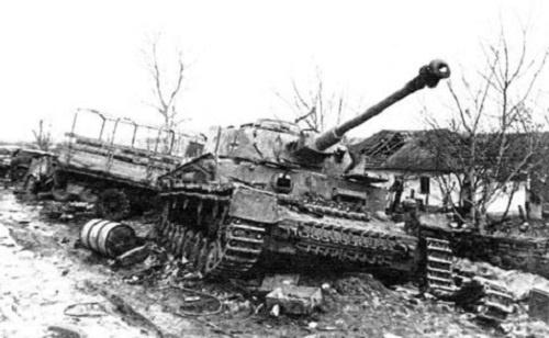 Подбитый в районе Хотина немецкий танк. Весна 1944 года