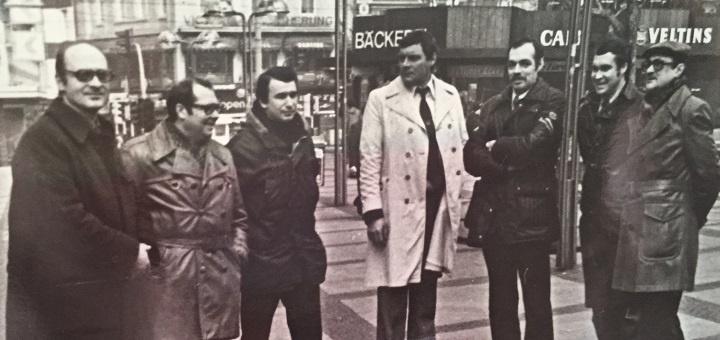 группа советских спортивных журналистов аккредитованных на чемпионате по фигурному катанию в ФРГ (№№ 1942б 1943б 1945) Февраль- март -1982 года.Я являлся заместителем руководителя делегаци