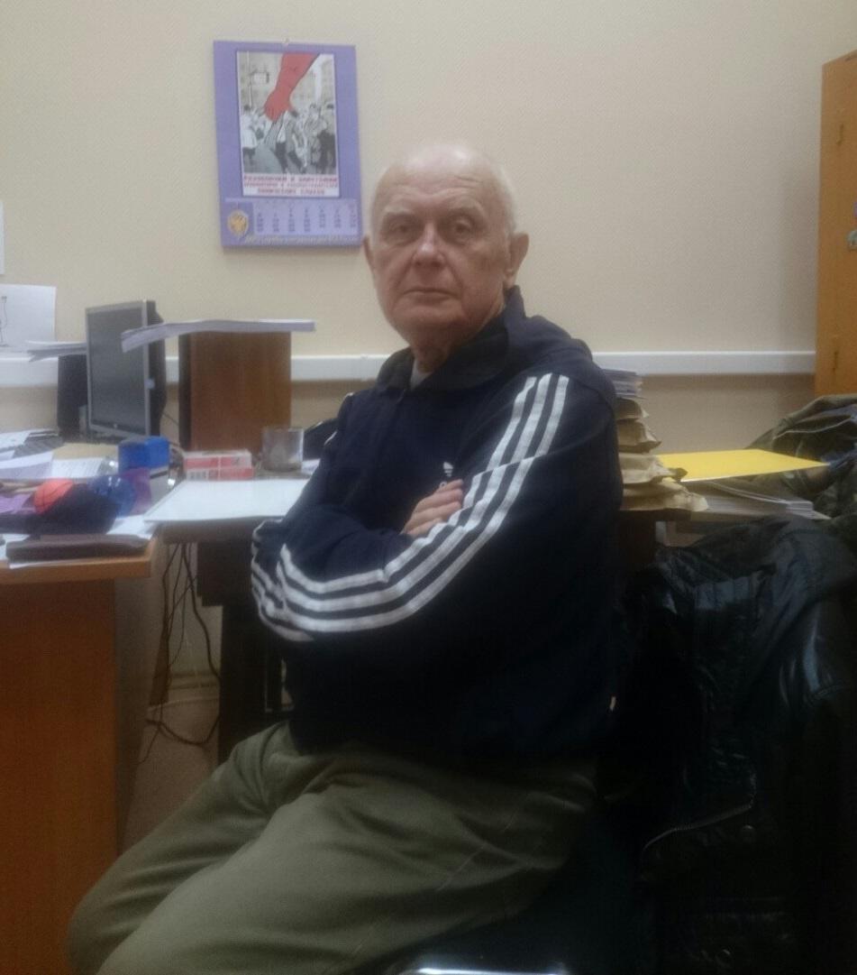 Солошенко в 2014 году в кабинете у следователя. Этот снимок сделал адвокат и отправил сыну Солошенко. Фото: Из семейного архива