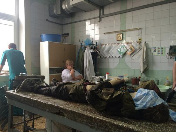 Один из погибших боевиков в морге Донецка. Фото: Christopher Miller / Twitter