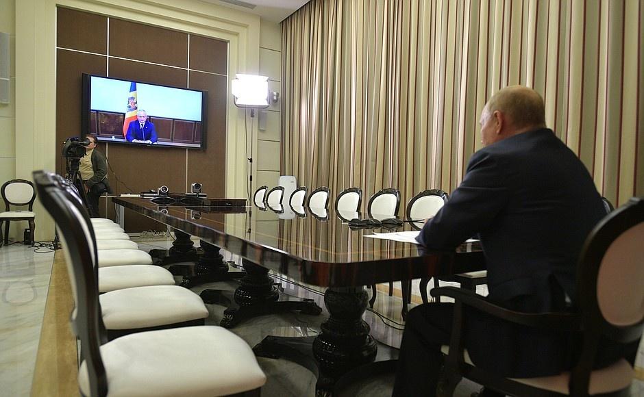 Одна из последних встреч Додона и Путина прошла в формате видеоконференции 28 сентября. Фото: kremlin.ru