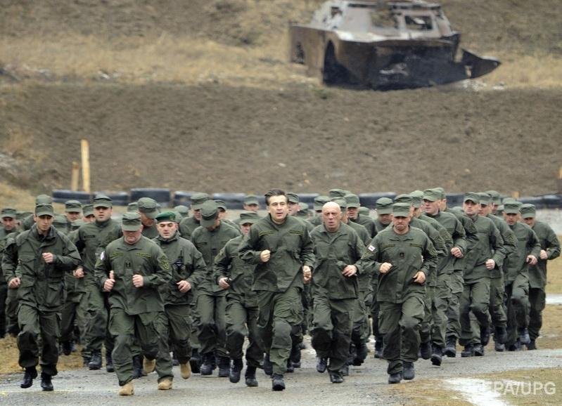 Саакашвили на военной базе вооруженных сил Грузии в Тбилиси, 2 марта 2011 года. Фото: EPA