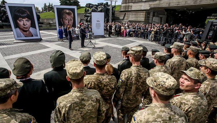 Порошенко открыл фотовыставку «Матери Героев»