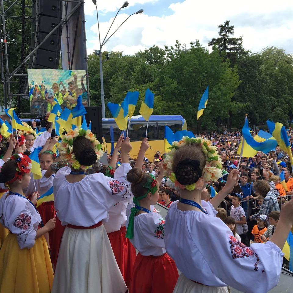 Порошенко надеется, что вскоре будет возможность петь украинский гимн в Донецке под желто-синими флагами - Цензор.НЕТ 3312