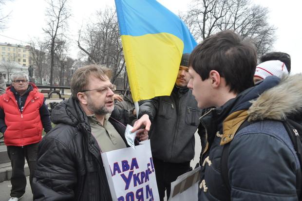 Перепалка активистов с провокаторами
