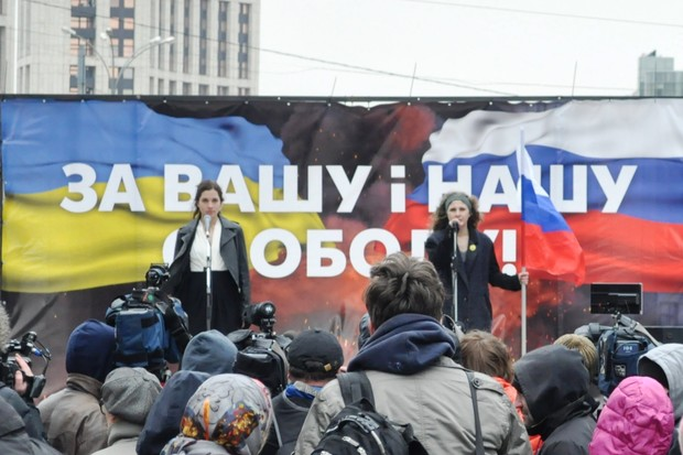 Участницы группы Pussy Riot выступили с антивоенной речью