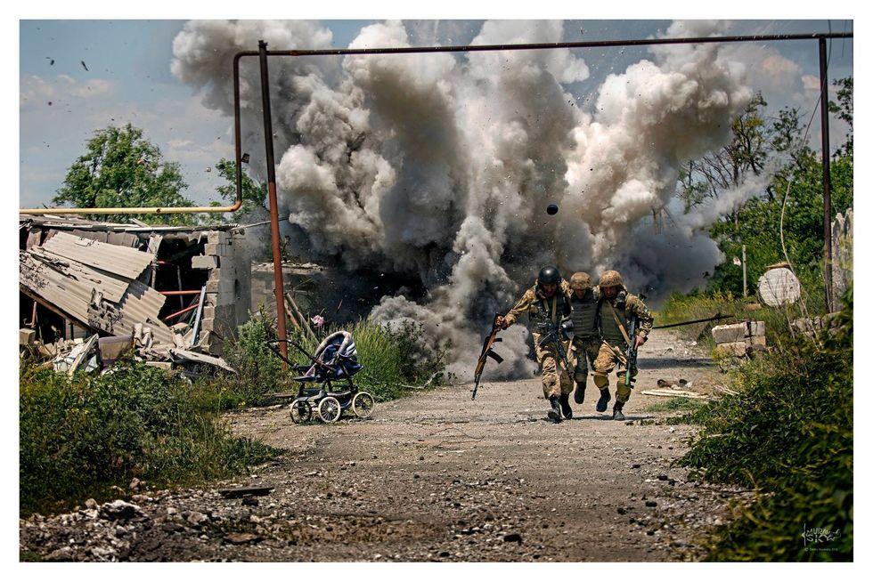 Военный фотограф Дмитрий Муравский подарил свои работы киевскому военному лицею имени Ивана Богуна - Цензор.НЕТ 190
