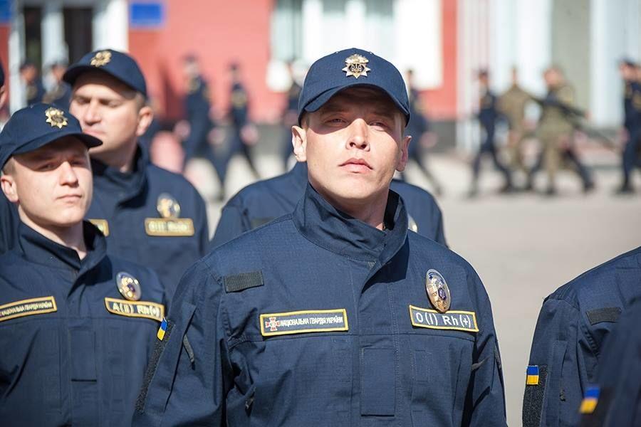 новая форма национальной гвардии россии фото сооружения полок бокам