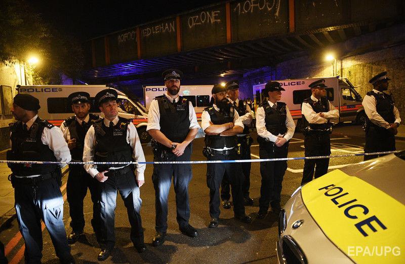 В Лондоне фургон врезался в толпу у мечети. Фоторепортаж / ГОРДОН