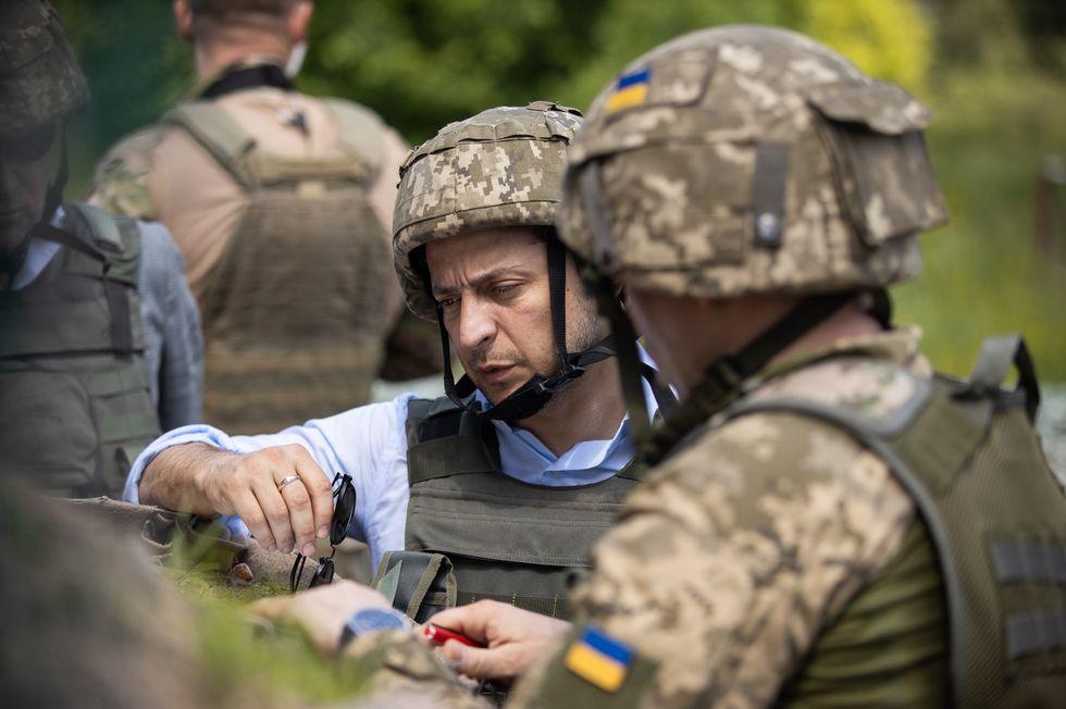 Зеленский впервые после инаугурации приеÑал на линию соприкосновения на Донбассе. Фоторепортаж / ГОРДОН